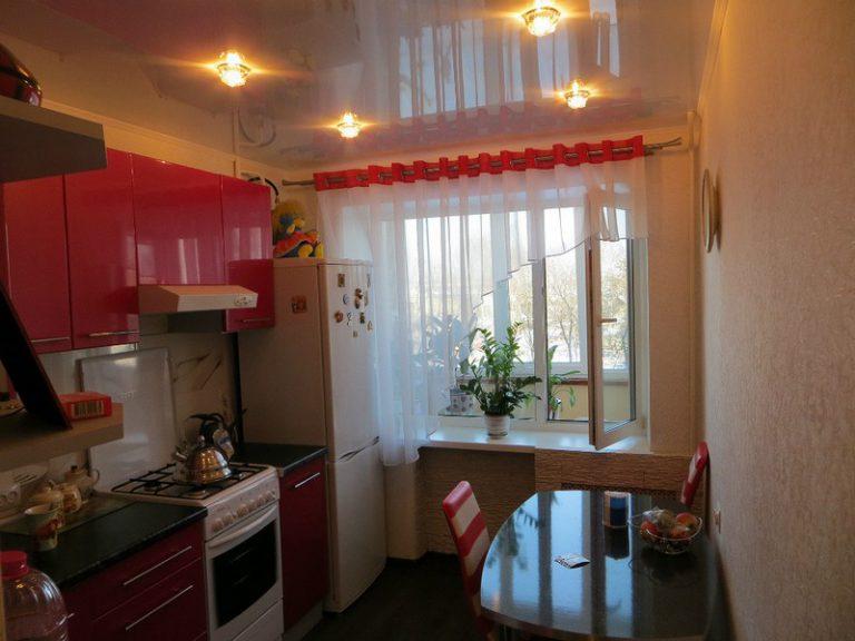 Дизайн кухни 6 кв.м в хрущевке с холодильником