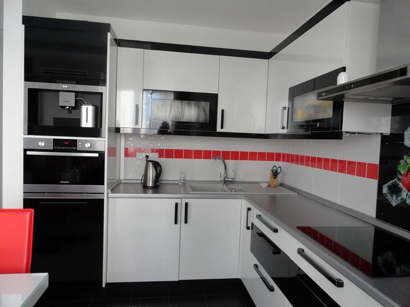 Дизайн кухни черно белый