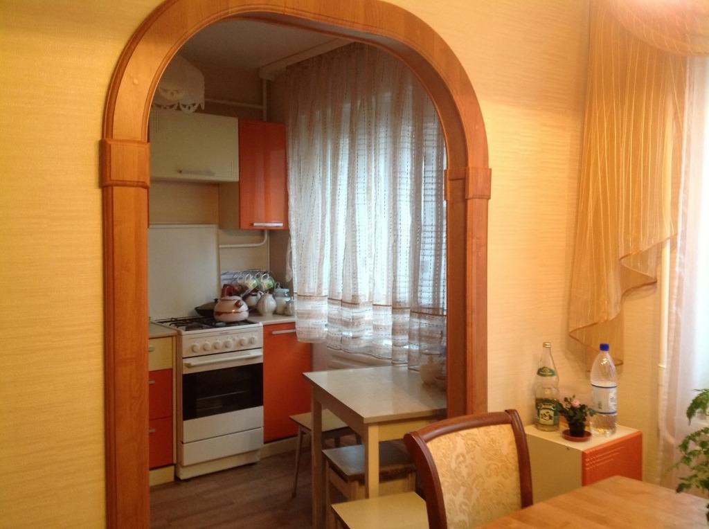 арка с комнаты на кухню фото ваза