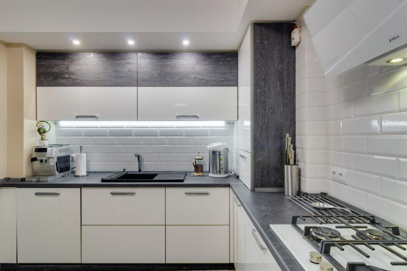 Варианты дизайна белого фартука на кухне: 100+ реальных фото примеров